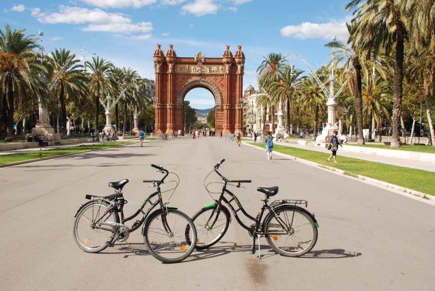 en bici por Barcelona, ¡rutas! Biking Barcelora, tours!