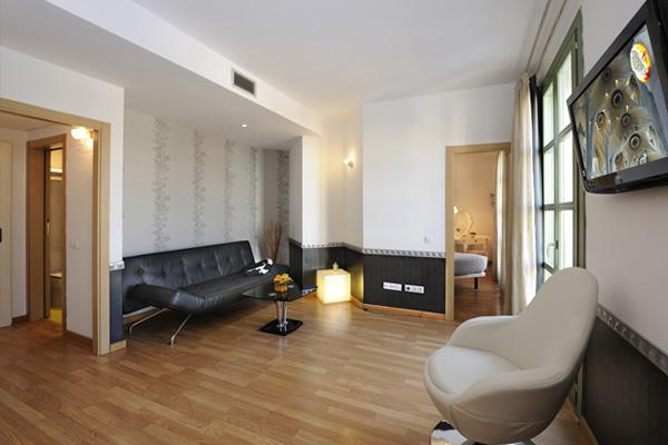 APART-SUITE HOSTEMPLO - Junior Suite con balcón 1