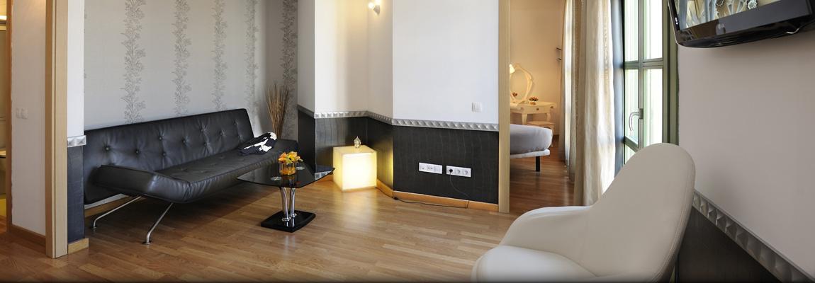 Apart-Suites Hostemplo - Suite Junior con balcón 1