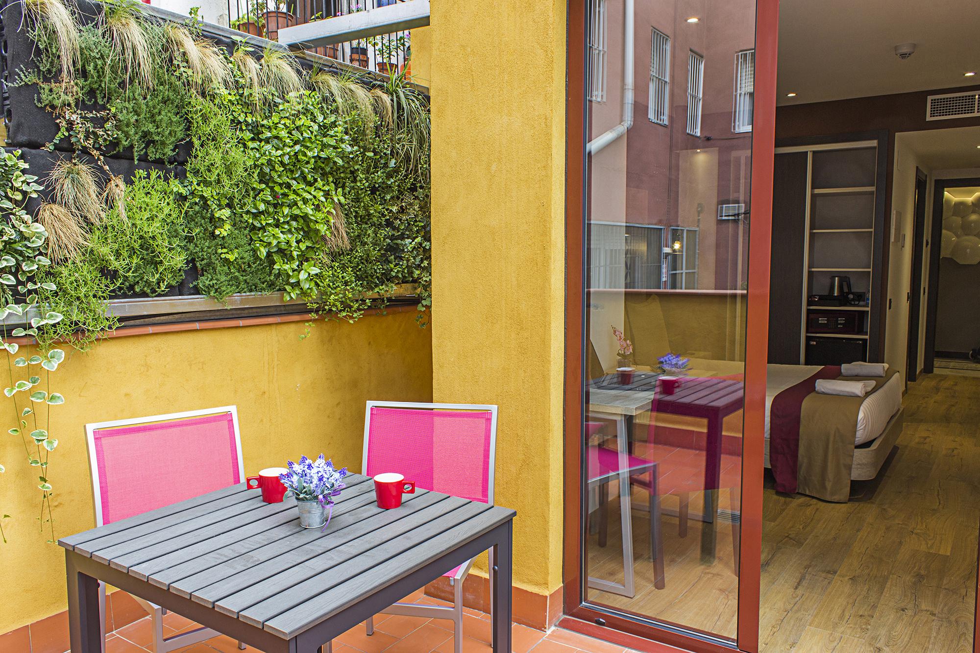 hostemplo habitación con terraza
