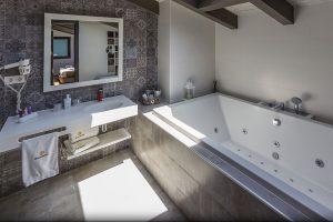 Hotel Boutique Hostemplo - Habitación Deluxe con Jacuzzi 3
